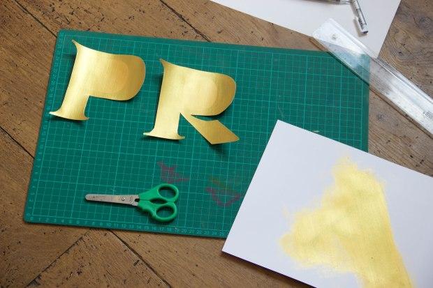 lettre prada peinte à découper